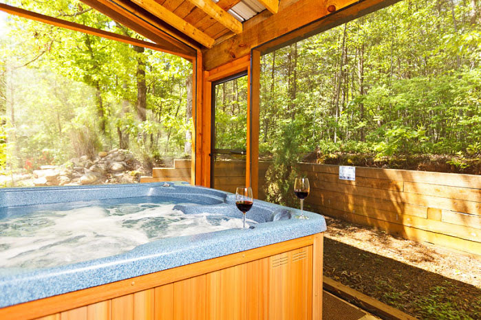 Private Hot tub on Screen Porch- Summer View
