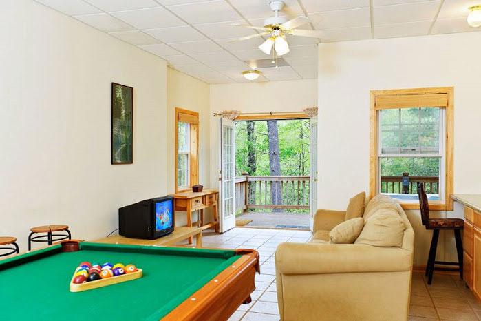 Hummingbird lodge helen ga cabin rentals cedar creek for Www helen ga cabins com