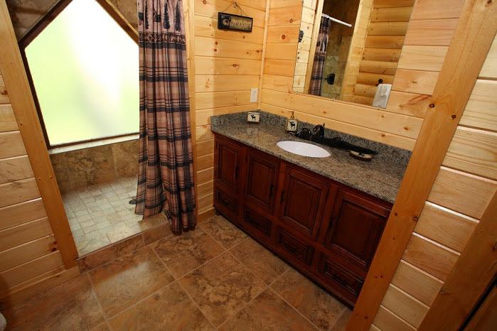 2nd bath w/ huge walk in shower.