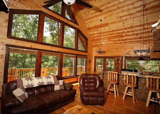 Plenty of natural light for Helen luxury cabin rentals