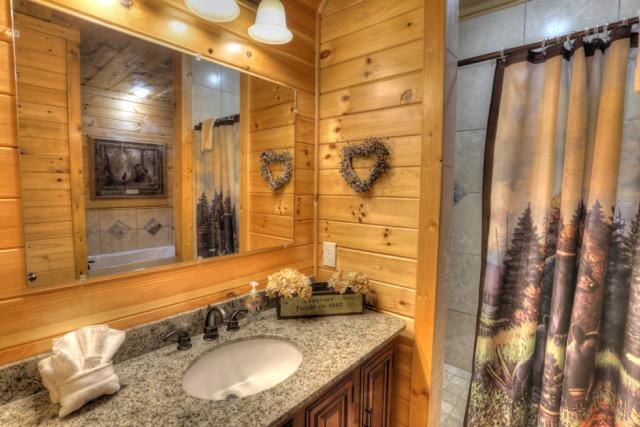 Main Bath w Huge Walkin Shower