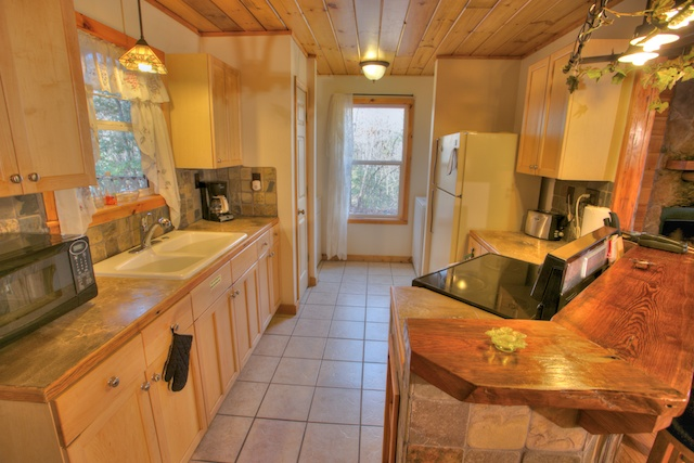 Granite Kitchen Tops, Solid Wood Bar and Laundry Room