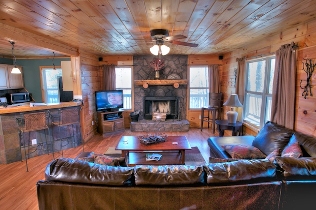 Good Living Room. This Two Bedroom Cabin Features A Hot Tub, Compact Pool Table,  And Spectacular Mountain Views. Perfect For A Single Family Vacation, ... Part 25